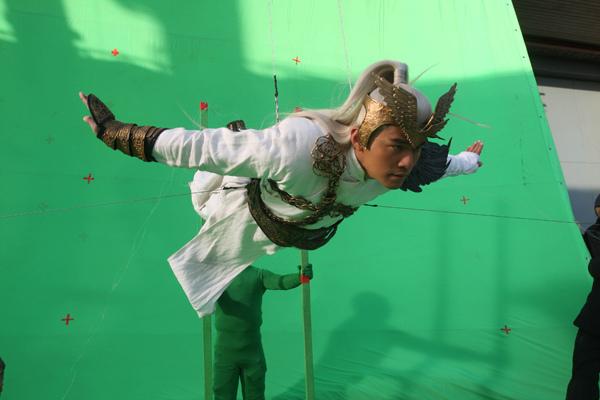 0115 新聞劇照-周杰倫在綠幕前拍攝 ( 3dddddd拍攝!)