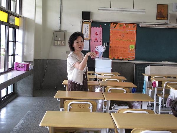 老師的習慣性動作一點都沒變哩