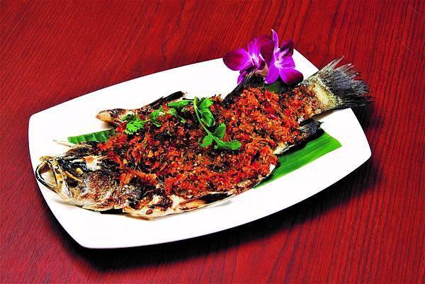 傳統傣族蒸烤魚.jpg