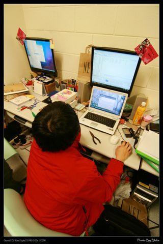 小朋友玩大電腦