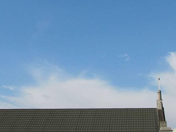 天空下的十字架.jpg