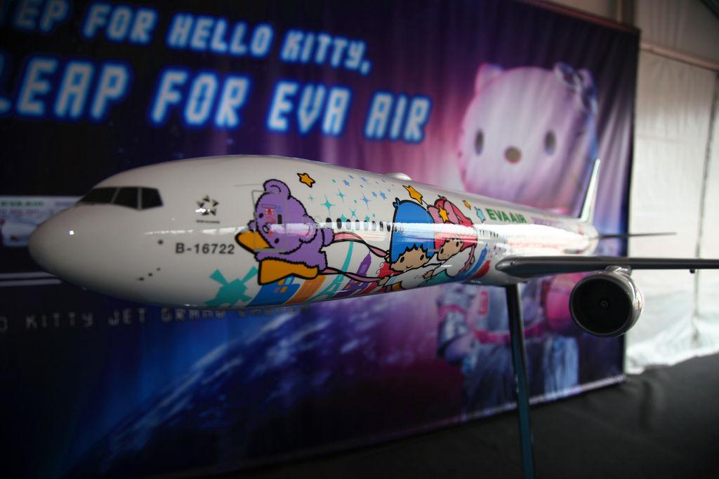長榮航空直飛美國休士頓KITTY機星空機商務艙桂冠皇璽艙首航14.jpg