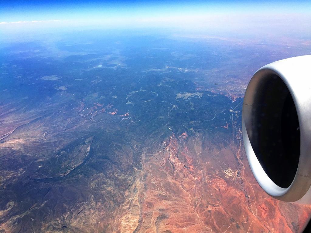 長榮航空直飛美國休士頓KITTY機星空機商務艙桂冠皇璽艙首航32.jpg