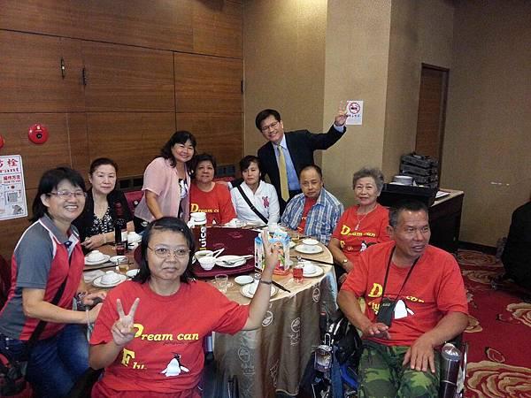 朱穗萍理事、朱淑惠講師、林佳龍立委與團員合照2