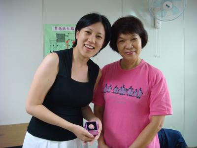 贈送老師美麗的陶瓷胸花