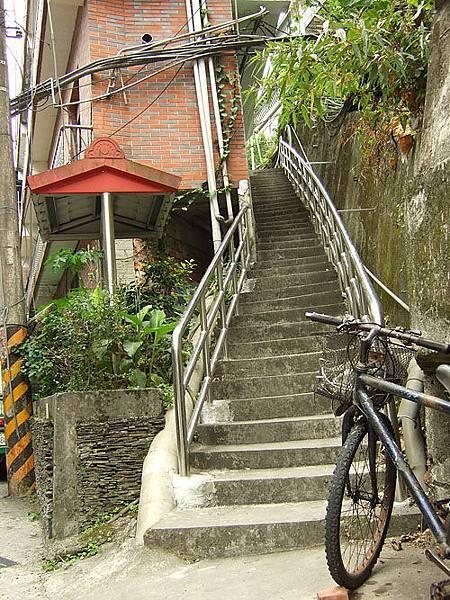 長長的樓梯。