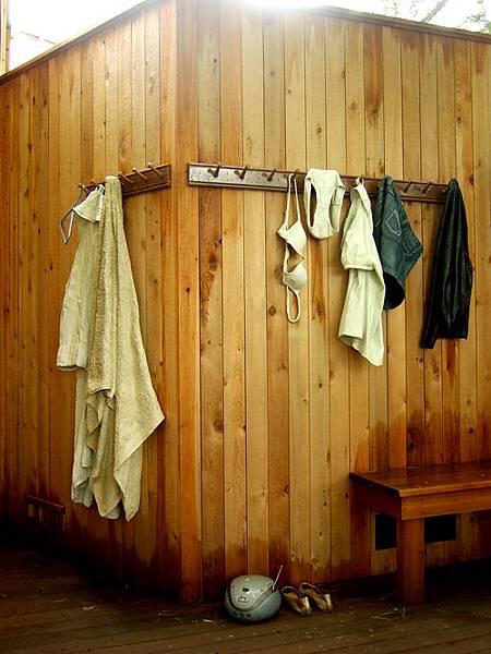 員工的盥洗室。