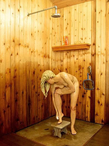 真的有人在洗澡!
