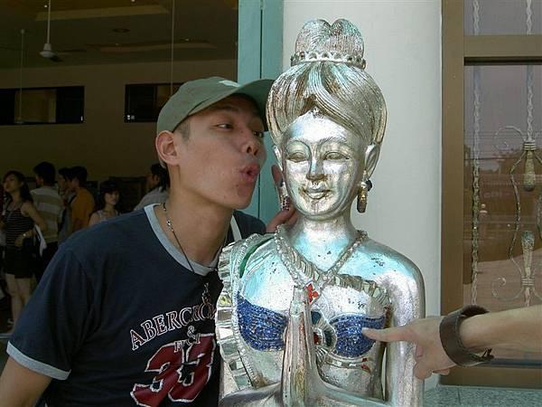 可憐的雕像