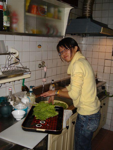 洗菜中的宛君