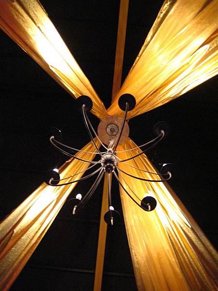 音樂屋的屋頂燈光