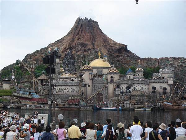 城堡+火山