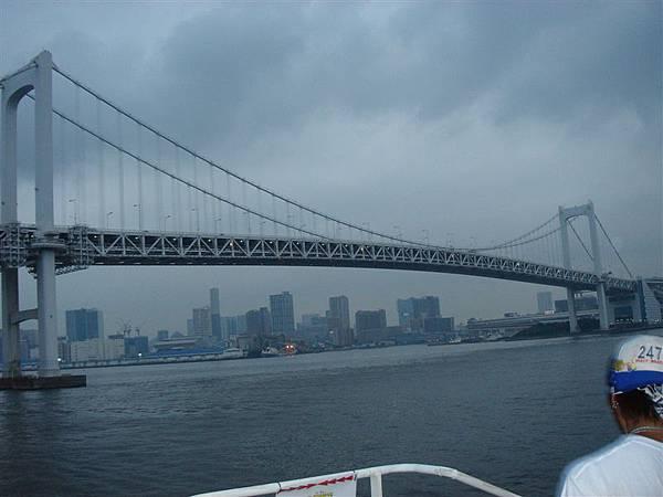 壯觀的彩虹大橋