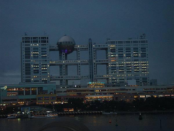 夜晚的富士電視台...真漂亮