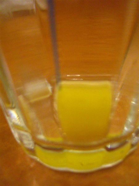 喝完的柳橙汁