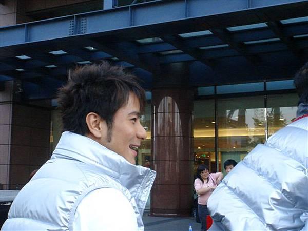 雖然是側面,可是彥甫還是比較適合笑臉喔!^^