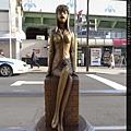 麗子的雕像