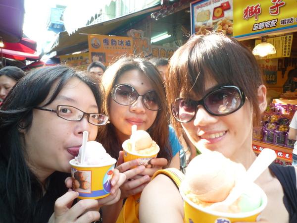 有冰吃的幸福三人組^^