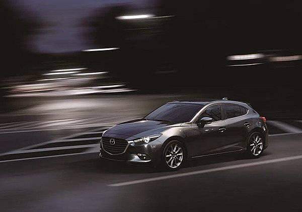 2017年式Mazda3-高雄當舖02.jpg