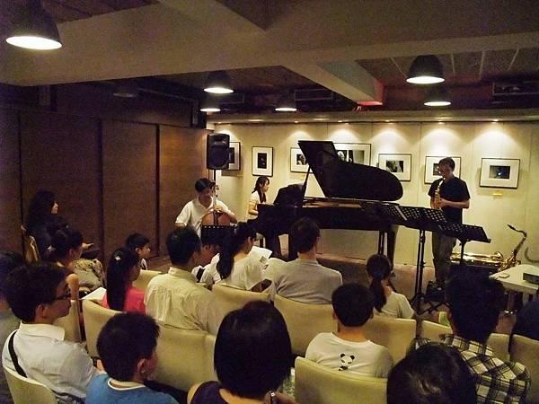 20110820-3 薩克斯叔叔與大提琴哥哥一起去流浪
