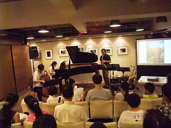20110820-4 薩克斯叔叔與大提琴哥哥一起去流浪