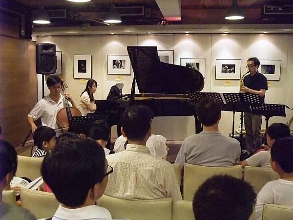 20110820-2 薩克斯叔叔與大提琴哥哥一起去流浪