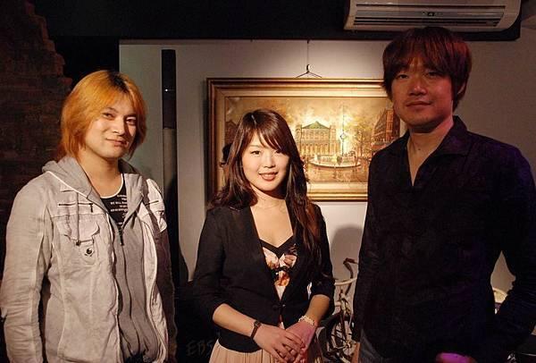 1121_02_japantrio.jpg