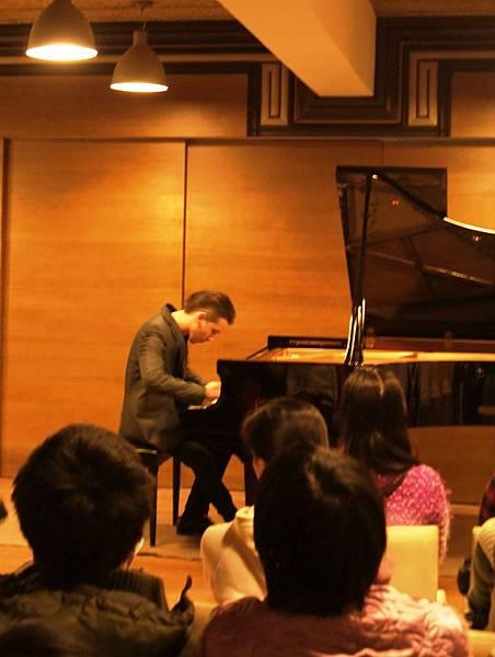 20110116-2我很帥我彈鋼琴