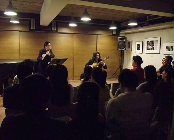 20110522-1 夜間咖啡館-長笛與古典吉他的交會