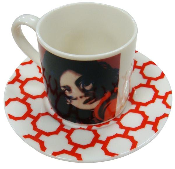 破碎的擁抱咖啡杯