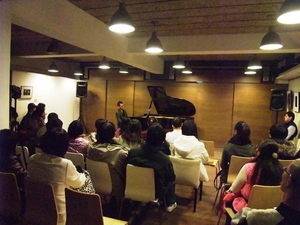 20110116-1我很帥我彈鋼琴
