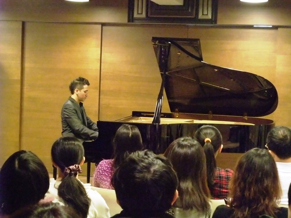 20110116-3我很帥我彈鋼琴
