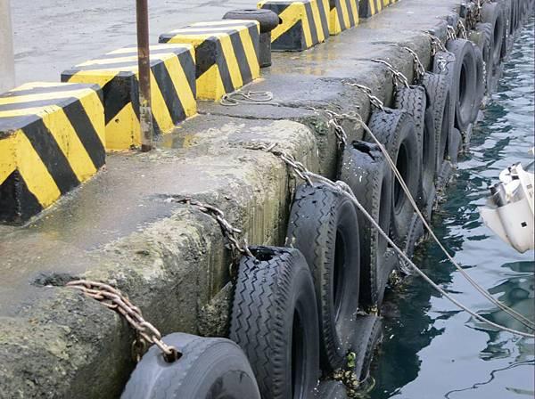 八斗子漁港輪胎3