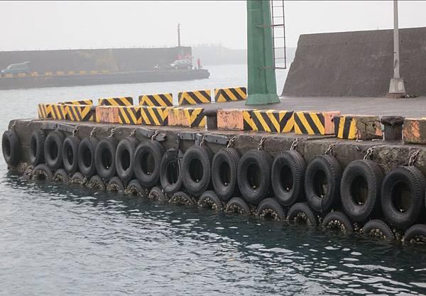 八斗子漁港輪胎4