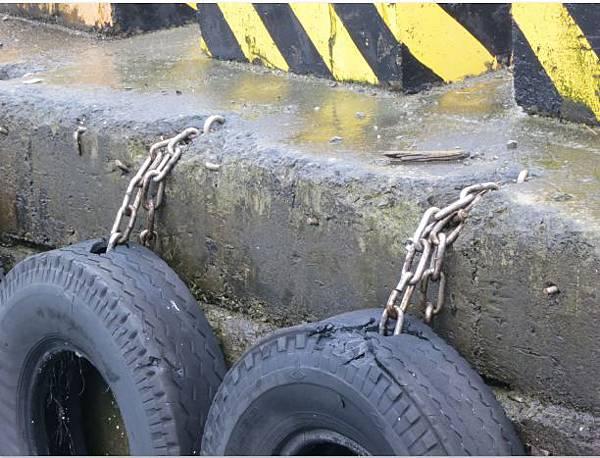 八斗子漁港輪胎2