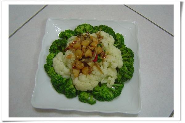 水煮花椰菜   + 干貝醬 = 我最喜歡的「上班便當菜」