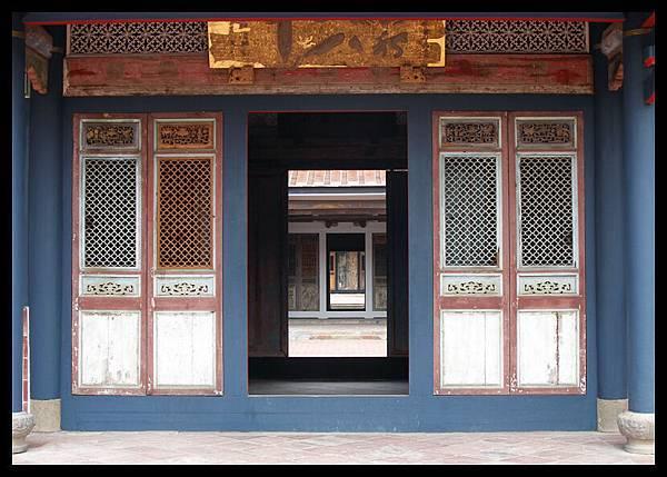 門裡面有門有門有門