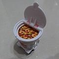 粉特別的TOMICA-日清杯麵車與Calbee薯條餅乾車(5)