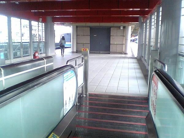 芝山站出口二往月台