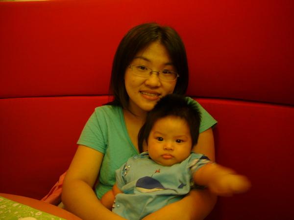 小杰跟媽咪in 海港城