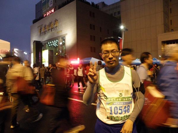 20091220大清早要準備跑馬拉松的Wayne