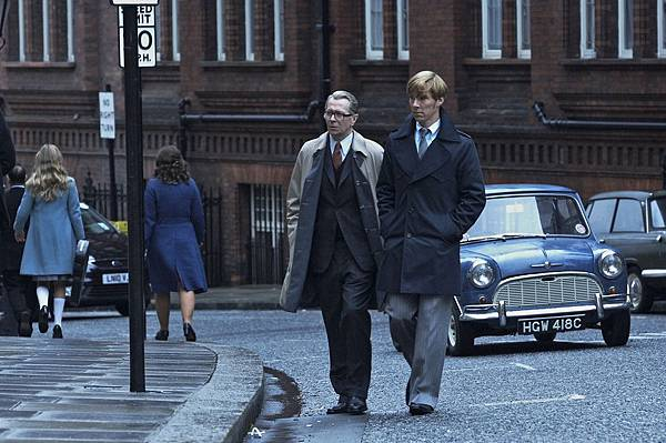 Tinker Tailor Soldier Spy Gary Oldman and Benedict Cumberbatch as Smiley and Guillam on Seventies London street