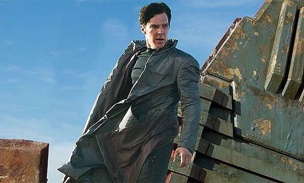Benedict_Cumberbatch_delivers_a_sinister_monologue_in_new_Star_Trek_Into_Darkness_promo