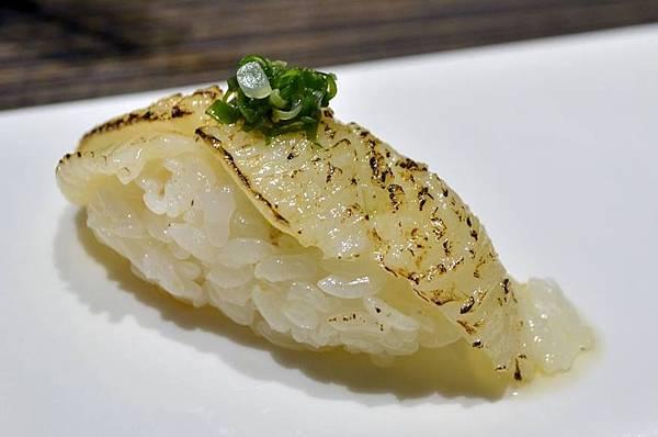 炙燒側緣握壽司