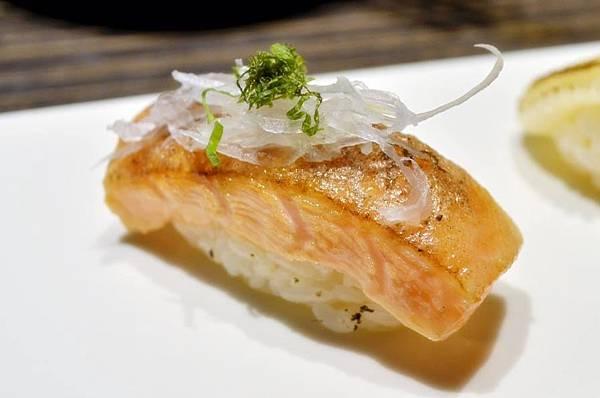 炙燒鮭握壽司