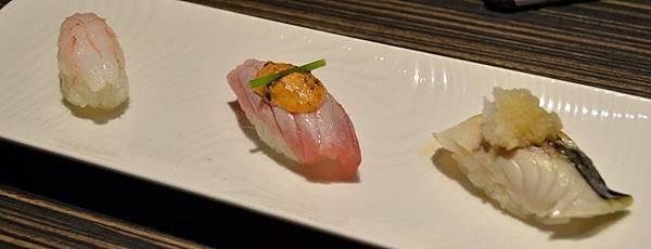 由左至右 甜蝦握壽司 炙燒辣鮪握壽司 炙燒鯖魚握壽司