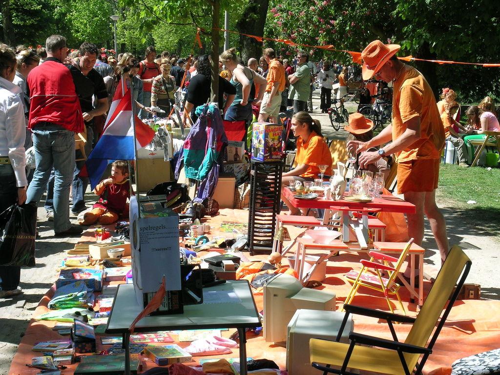 荷蘭國王節 vrijmarkt Vondelpark 攤位