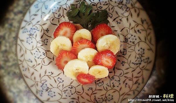 胖胖豬。料理 愛的草莓香蕉脆餅02