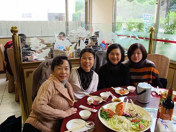 左起-周美卿、周惠香、黃淑華、黃小燕.JPG