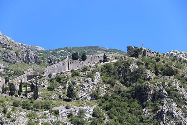 Montenegro, Kotor-120614-064-山頂城堡與長 4.5km 的古城牆